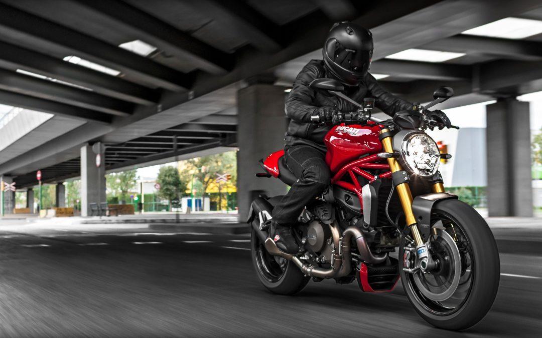 Motorlu Kuryede Hızlı Ve Güvenli Hizmet